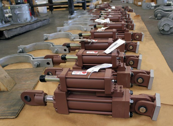 PT&P Hydraulic Snubbers with Pipe Clamps